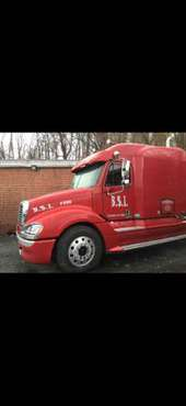 2005 Frieghtliner Columbia Tractor for sale in Baltimore, MD