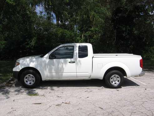 **15 Frontier king cab, only 62k mi!, tonneau cover, 2wd, very clean! for sale in West County, MO