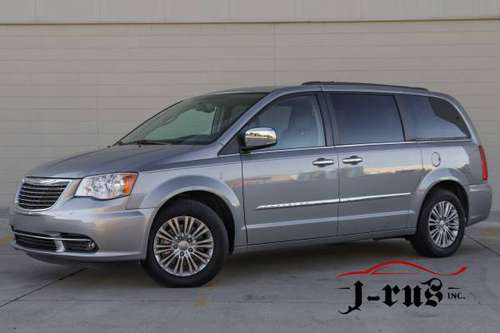 Heated Front Seats! CLEAN! 2015 Chrysler Town & Country Touring L for sale in Macomb, MI