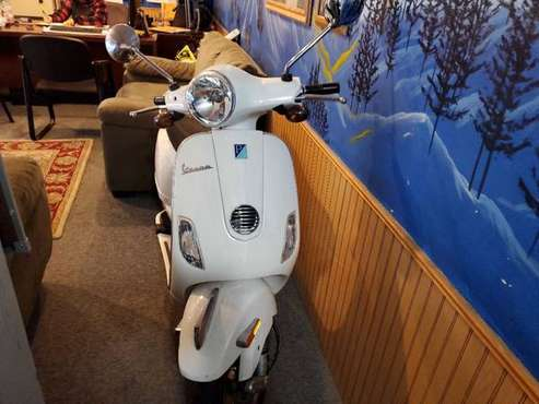 2010 PIAGGIO VESPA SCOOT ~!FINANCING AVAILABLE!~ for sale in Spanaway, WA