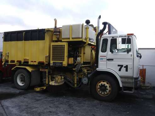 Street Sweeper, 32K Miles,Mack MS-300,Leach Vac All,1 Owner,Municipal for sale in Robbins, IL