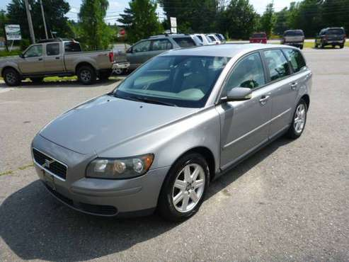 2005 VOLVO V50 WAGON LEATHER INTERIOR RUNS AND DRIVES GOOD GREAT PRICE for sale in Milford, ME