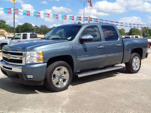 2011 Chevrolet Chevy Silverado 1500 CREW CAB PICKUP 4-DR for sale in Baton Rouge , LA