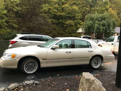 Lincoln Town Car for sale in Carnegie, PA
