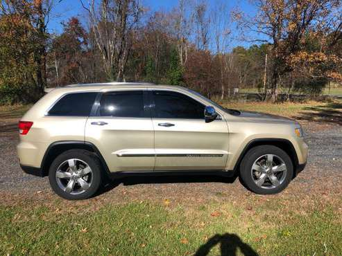 MINT CONDITION 2011 GRAND CHEROKEE OVERLAND for sale in Slate Hill, NY