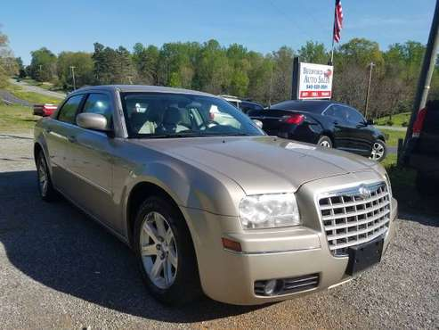 2006 CHRYSLER 300 TOURING*CLEAN TITLE*CLEAN CARFAX*LOW MILES*ONLY 81K for sale in THAXTON, VA