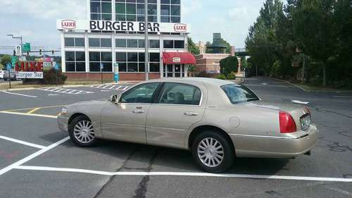 2004 Lincoln towncar for sale in Springfield, CT