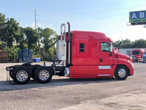 2015 Freightliner Cascadia EVO Midroof Flatbed sleeper semi truck 394k for sale in Macon, GA
