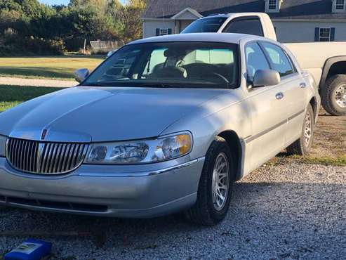 Lincoln Town Car for sale in Spencer, IN