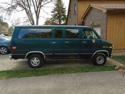 1995 Chevy G20 Beauville w trailer package for sale in Lexington, KY