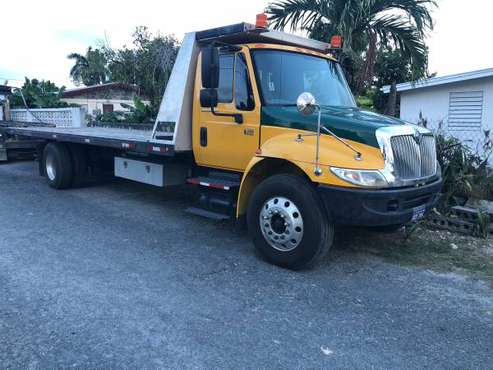 2007 International 4300 Roll back Tow Truck for sale in U.S.