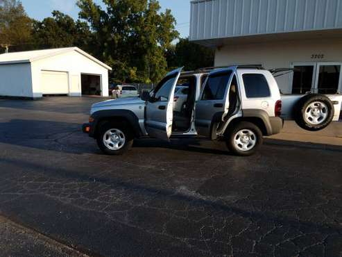 2007 Jeep Liberty 4x4!! Come shop with us!! for sale in Joplin, KS