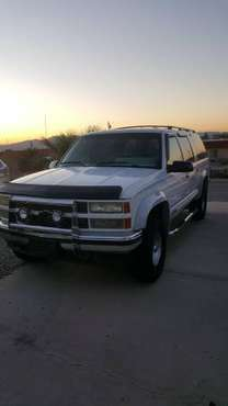 1992 chevy suburban 4x4 clean for sale in Lake Havasu City, AZ