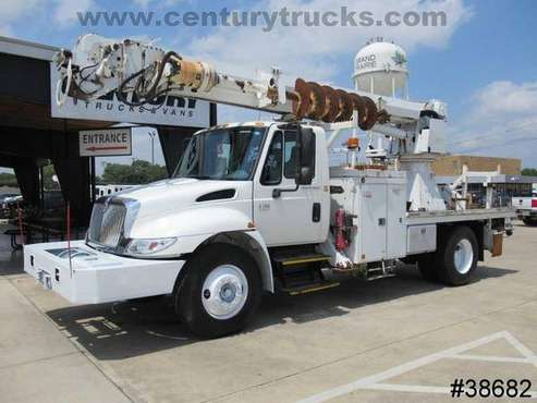 2005 International 4300 REGULAR CAB WHITE Amazing Value!!! for sale in Grand Prairie, TX