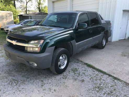 ******2002 Chevy Avalanche 1500 LS/4x4/Auto**** for sale in Wichita, KS