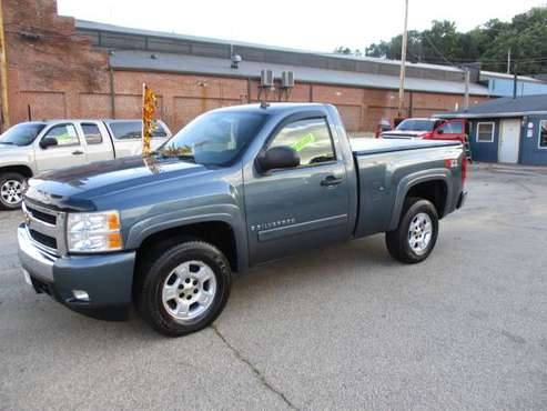 2007 Chevy Silverado 1500 New Body Style Regular Cab (4WD) Low Miles! for sale in Dubuque, IA