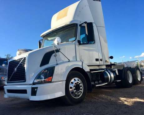 2012 Volvo Day Cab truck for sale in Nogales, TX