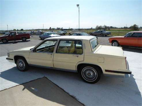 1985 Cadillac Fleetwood for sale in Staunton, IL