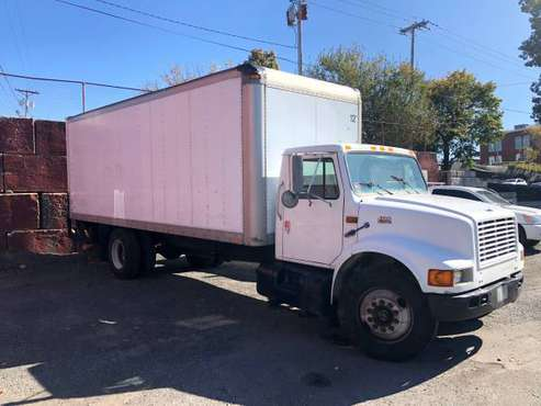 2000 INTERNATIONAL 24' BOX TRUCK for sale in Pawtucket, RI