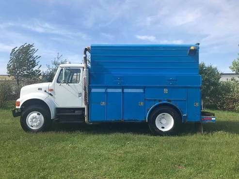 2002 International 4T444E Low Pro Walk-In Service Body for sale in Indianapolis, IN