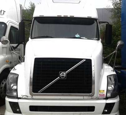 2006 Volvo VNL670 for sale in Bensenville, IL
