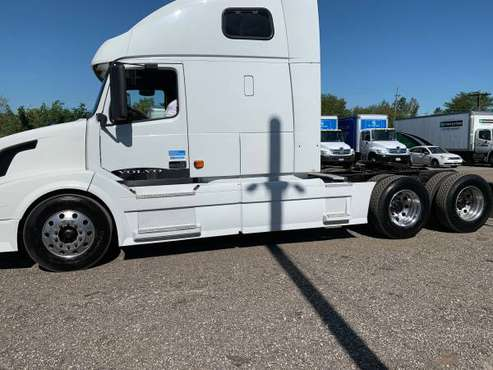 2007 Semi Truck VOLVO VNL64T670 for sale in Lemont, IL