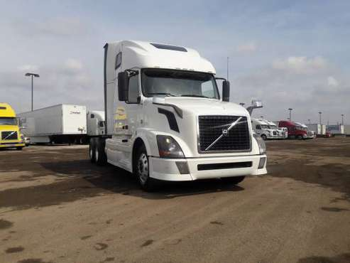2014 NO DEF I-SHIFT WARRANTY VOLVO AUTO SEMI TRUCK for sale in Chicago, OH