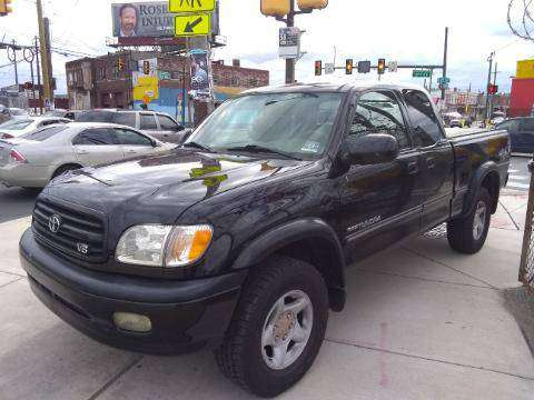 2001 TOYOTA TUNDRA LTD LEATHER 4X4 RUNS AND LOOKS NEW NO RUST for sale in Philadelphia, PA
