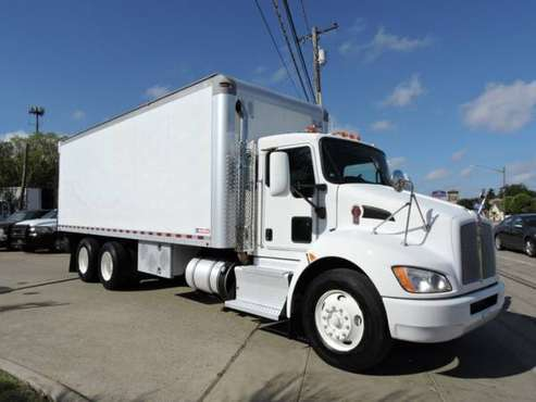 2011 KENWORTH T370 24 FOOT BOX TRUCK with for sale in Grand Prairie, TX