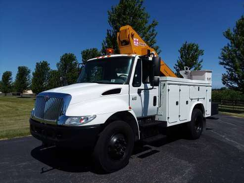 45' 2005 International 4400 Bucket Boom Lift Truck Fiber Body for sale in Gilberts, WI