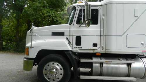 2000 MACK CH 613 ONE OWNER!! for sale in douglas, MA