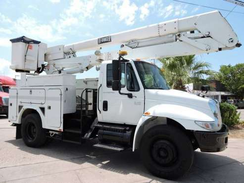 2005 INTERNATIONAL 4300 CRANE TRUCK,UTILITY with for sale in Grand Prairie, TX