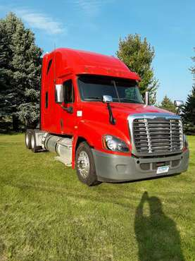 2011 Freightliner semi for sale in Morris, MN