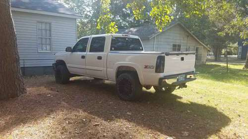 Lifted 2005 crew cab 4x4 for sale in Stuttgart, TN
