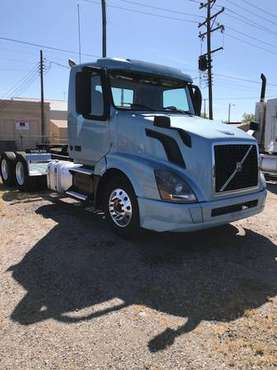 2016 VOLVO VNL64T300 TANDEM DAYCAB TRACTOR for sale in Richmond , VA