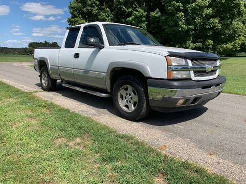 2005 Chevy Silverado Z71 4x4 1500 Extended Cab for sale in Lockbourne, OH