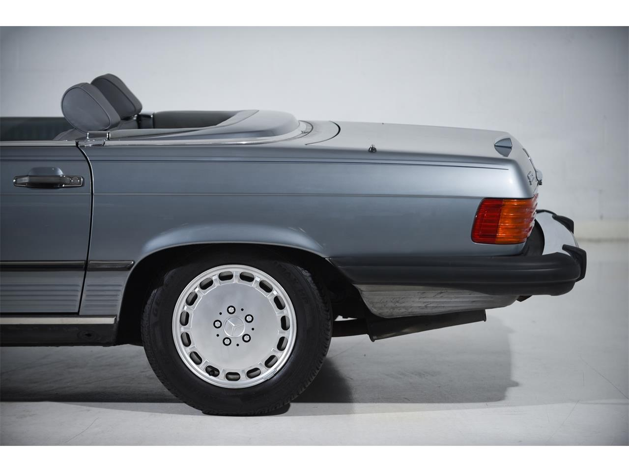 1988 Mercedes-Benz 560 for sale in Farmingdale, NY – photo 15