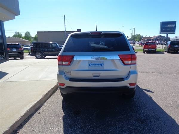 2011 Jeep Grand Cherokee Laredo for sale in Sioux Falls, SD – photo 4